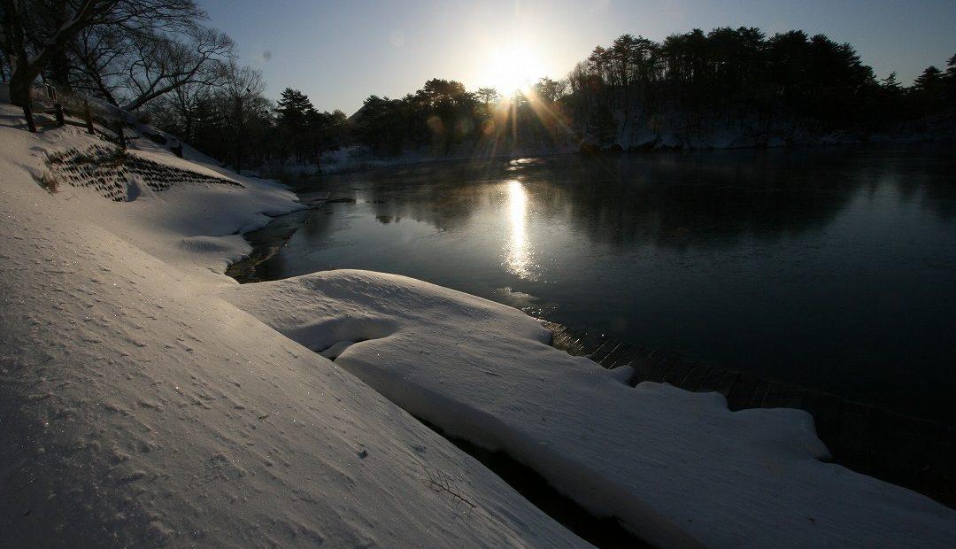 雪景色の沼