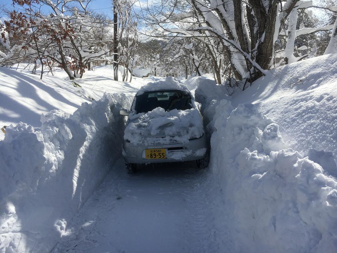 軽自動車しか走れない狭い雪道